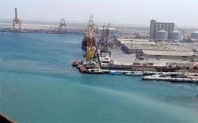 مناقشة ضوابط وإجراءات استقبال البضائع بميناء الحديدة