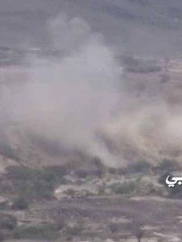 الإعلام الحربي يوزع مشاهد لتدمير آلية وراجمة صواريخ ومواقع مرتزقة في مأرب والجوف.